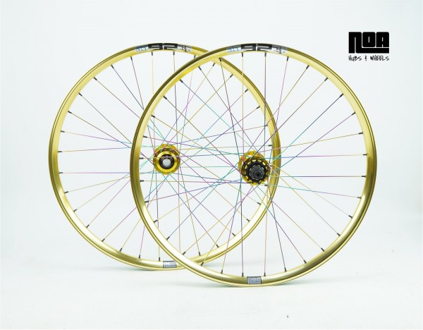 "NOA Dirty First Singlespeed Laufradsatz ""LTD Gold Edition"" Toby Miley"
